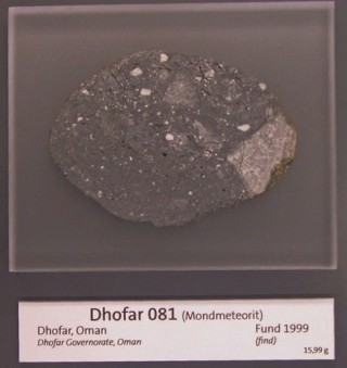 Lunarni meteorit Dhofar 081