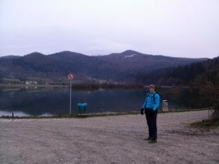 Podpeško jezero s Krimom v ozadju