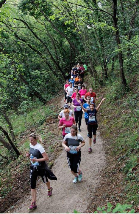 Ozka potka nad Pacugom, kjer je bilo skorajda nemogoče prehitevati (Foto: Istrski maraton)