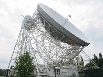 Krožnik ima premer 76 m in tehta 1500 ton, celoten teleskop pa 3200 ton