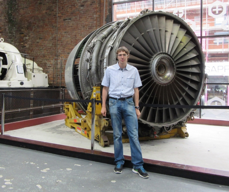 Štirje takšni Rolls-Roycevi turboventilatorski motorji RB211 se uporabljajo za pogon letal Boeing 747