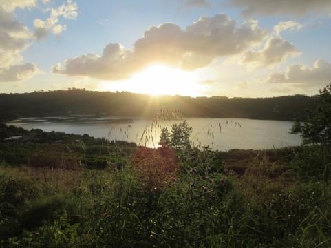 Lago d`Ąverno tudi leži v vulkanskem kraterju