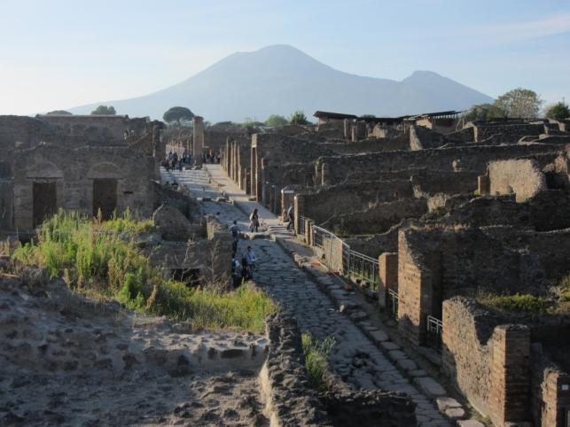 Pompeji res ležijo v senci Vezuja