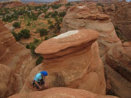 Plezanje je dovoljeno na skalne stolpe, plezanje po lokih je strogo prepovedano