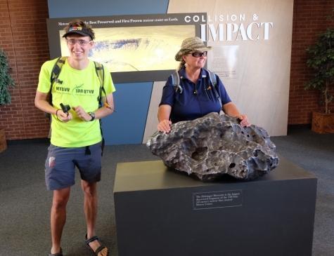 629 kg težak Holsingerjev meteorit je največji najden meteorit - del asteoida, ki je povzročil nastanek Barringerjevega kraterja