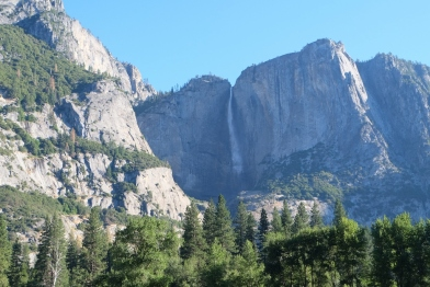 739 m visok Upper Yosemite Fall