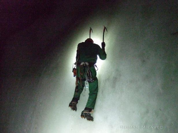 Pikarija po zelo trdem ledeniškem ledu v jami
