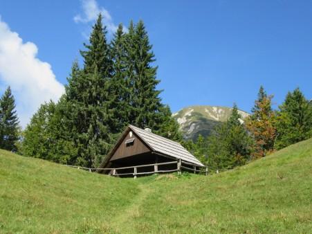 Lovska koča na planini Brvog