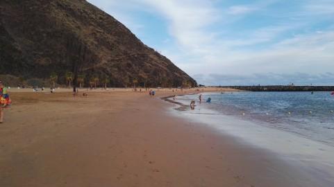 Na to plažo je pesek umetno navožemn