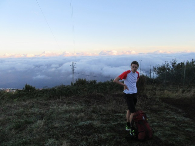 Nad prvo plastjo oblakov