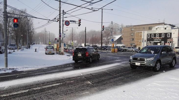 Promet kljub snegu funkcionira
