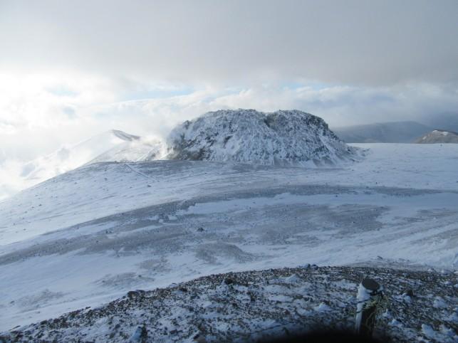 Lavina kupola sredi kraterja