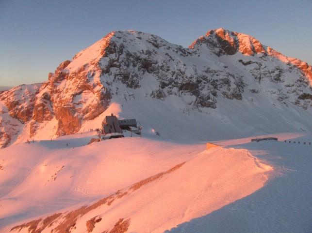 Triglav z vrha Kredarice ob sončnem vzhodz
