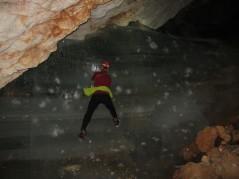 Slap (glede na številne poškodbe ledu, zagotovo nisva bila prva, ki sva ga preplezala)