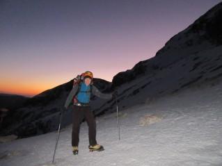 Pot na Kredarico je pomrznjena