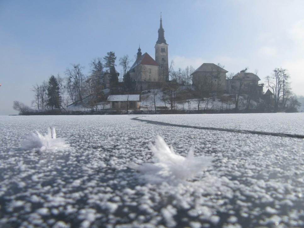 zamrznjeno-blejsko-jezero-237