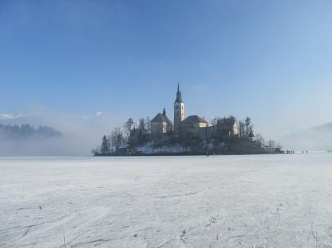 zamrznjeno-blejsko-jezero-56