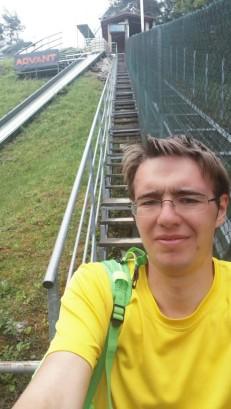 (18 x) gor-dol po stopnicah