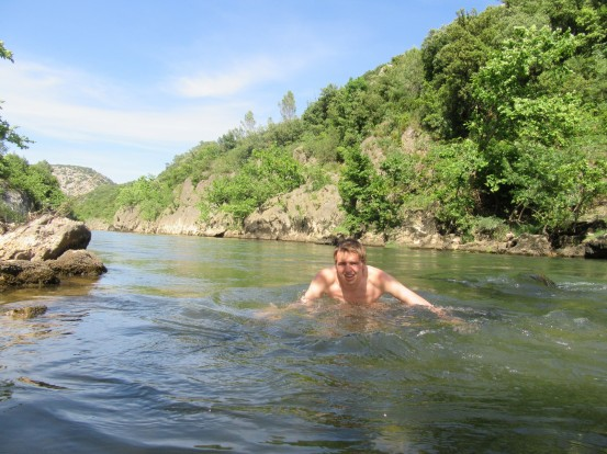 kopanje v reki