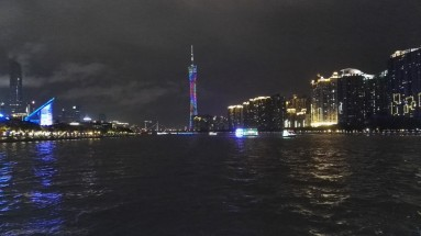 Canton tower iz ladje