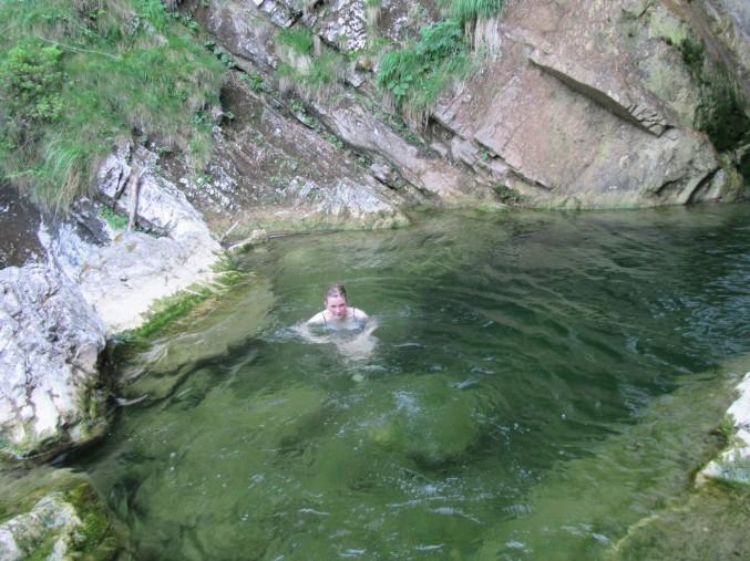 Osvežitev v tolmunu pod Tretjim slapom.