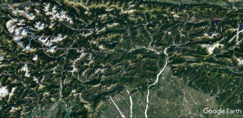Cortina je oddaljena približno 4 ure vožnje iz Ljubljane