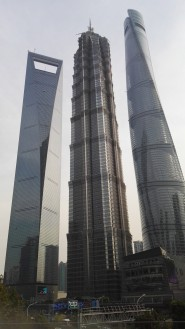 Shanghai Worold Financial Center (492 m), Jin Mao Tower (421 m), Shanghai Tower (632 m)