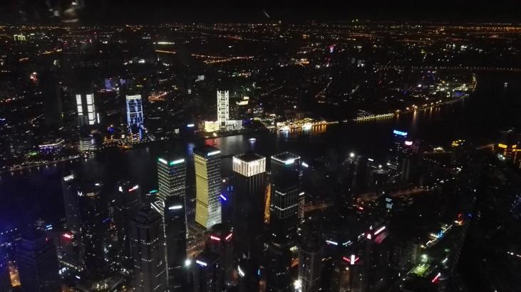 Razgled iz Shanghai Towera ponoči
