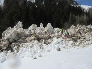 Ogromen snežni plaz