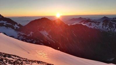 Sončni vzhod na Erzherzog-Johann-Hütte (3454 m)