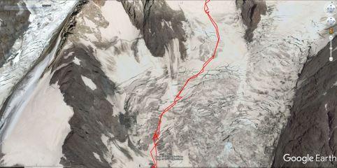 Pot gre čez številne ledeniške razpoke na ledeniku Dome