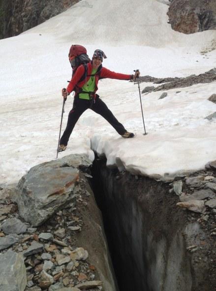 Potrebno je iti čez neštete ledeniške razpoke