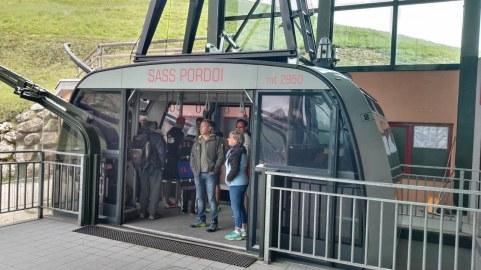 Gondola v 4 min pripelje na 2952 m