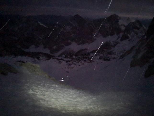 Veter nosi sneg