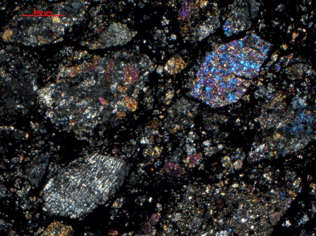 Na tej sliki so vidni klasti breče, ki so nastali  zaradi medsebojnih trkov asteroidov