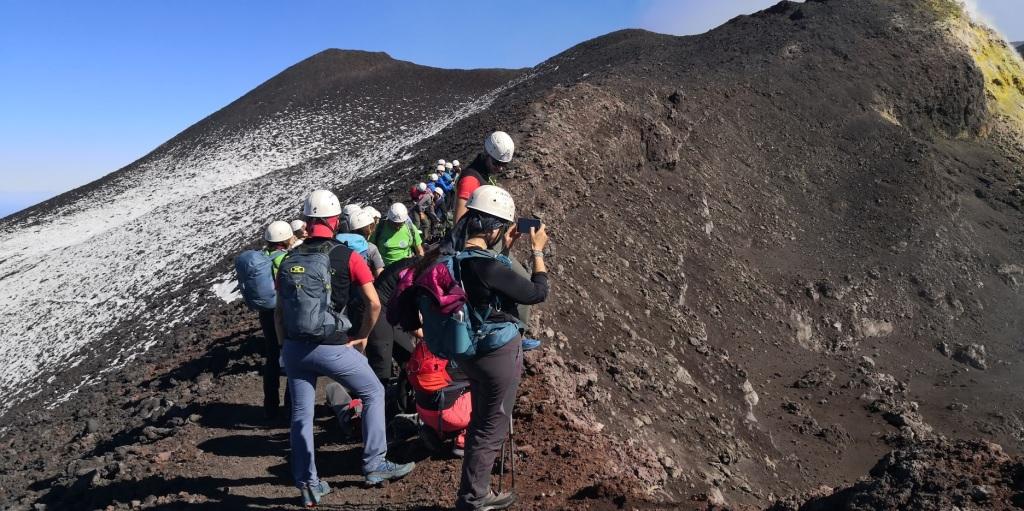 Vzpon na vrh je mogoče v spremstvu lokalnih vodičev