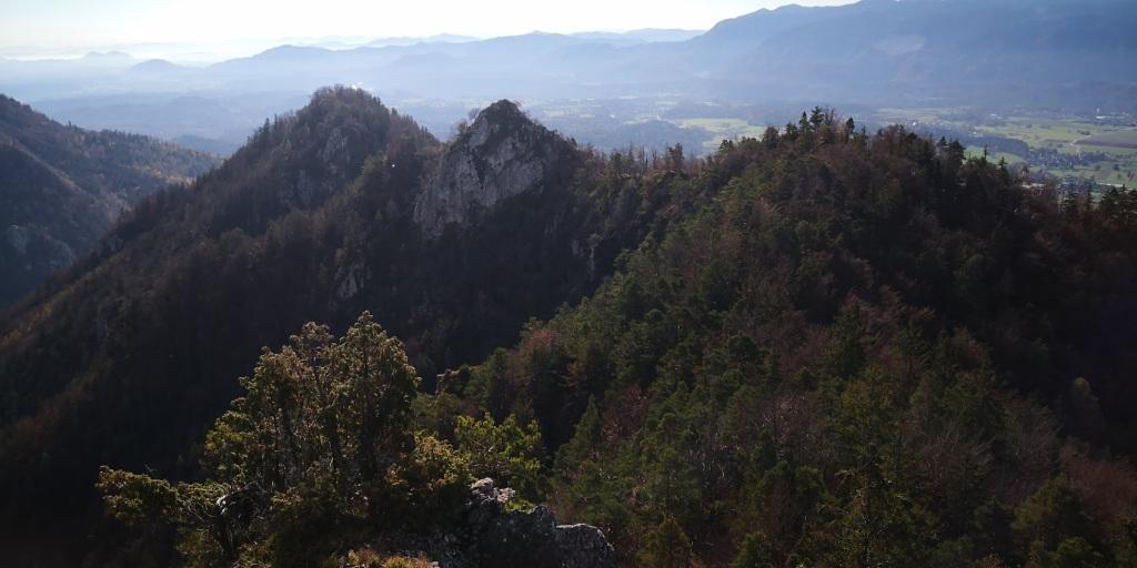 Pogled nazaj na prehojen greben